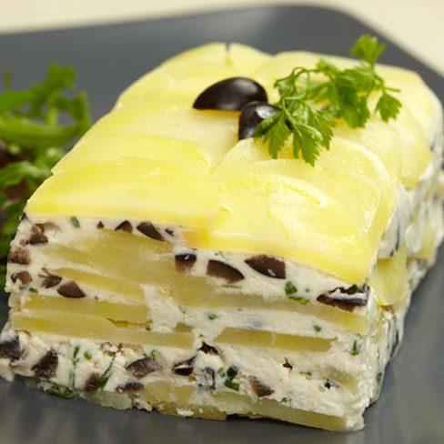 Terrina de patatas con queso de cabra fresco y olivas negras