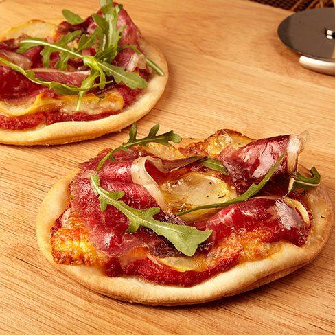 Pizza de patata, scamorza y rúcula