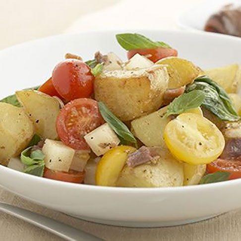 Ensalada de patatas salteadas, anchoas y manchego