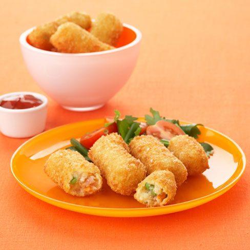 Croquetas de patatas, salsa de aguacate y tomate